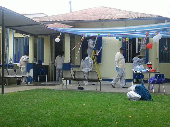 Funcionarios-de-la-Bolsa-de-Santiago-pintan-el-exterior-de-la-Escuela-Especial-de-Corpaliv-2